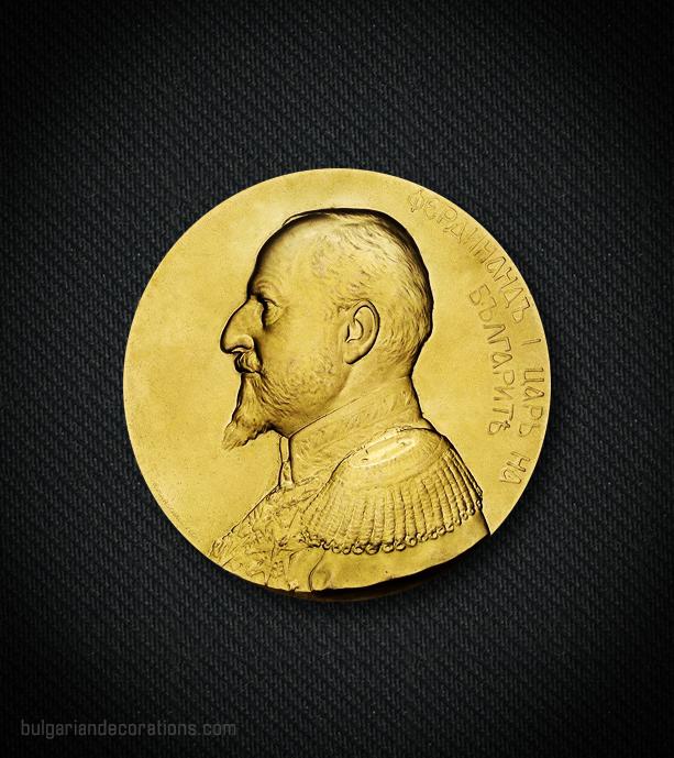 Златен настолен медал, аверс