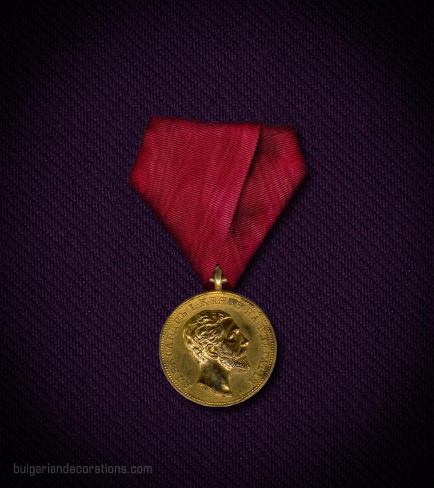 Златен медал, 2-ри тип, аверс