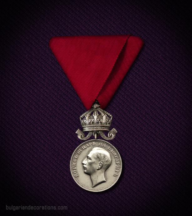 Сребърен медал с корона, 6-ти тип, аверс