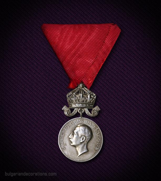 Сребърен медал с корона, 6-ти тип (с правописна грешка), аверс