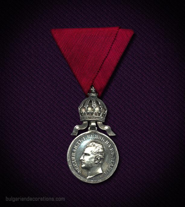 Сребърен медал с корона, 4-ти тип, аверс