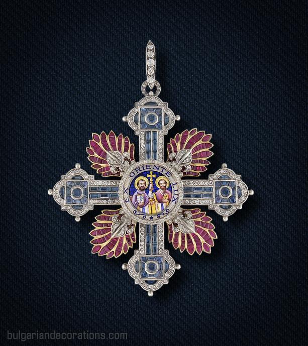 Кръст на Ордена Св.СВ. Равноапостоли Кирил и Методий с брилянти, рубини и сапфири, аверс
