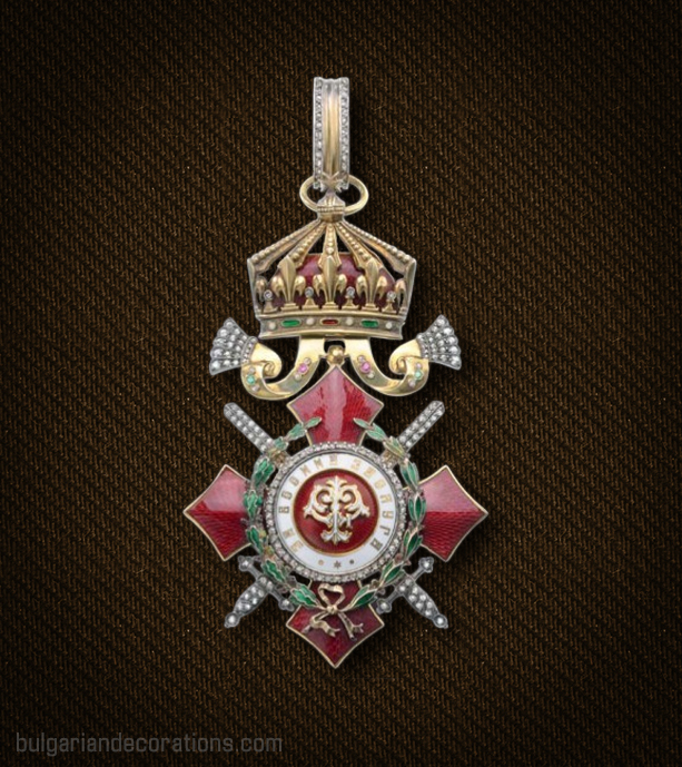 Кръст III степен с военно отличие на Ордена за военна заслуга с брилянти, аверс