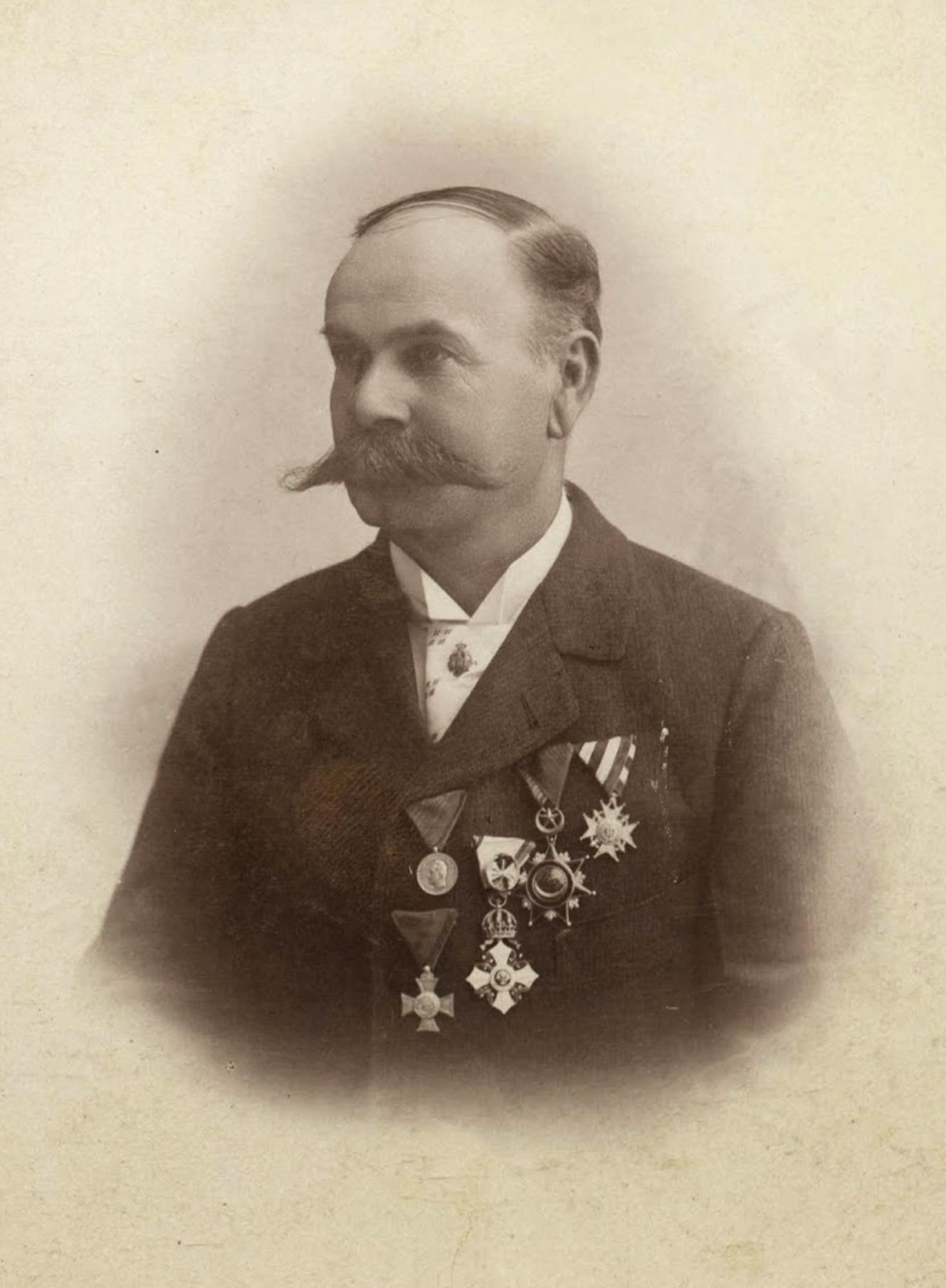 L. Schevallas
